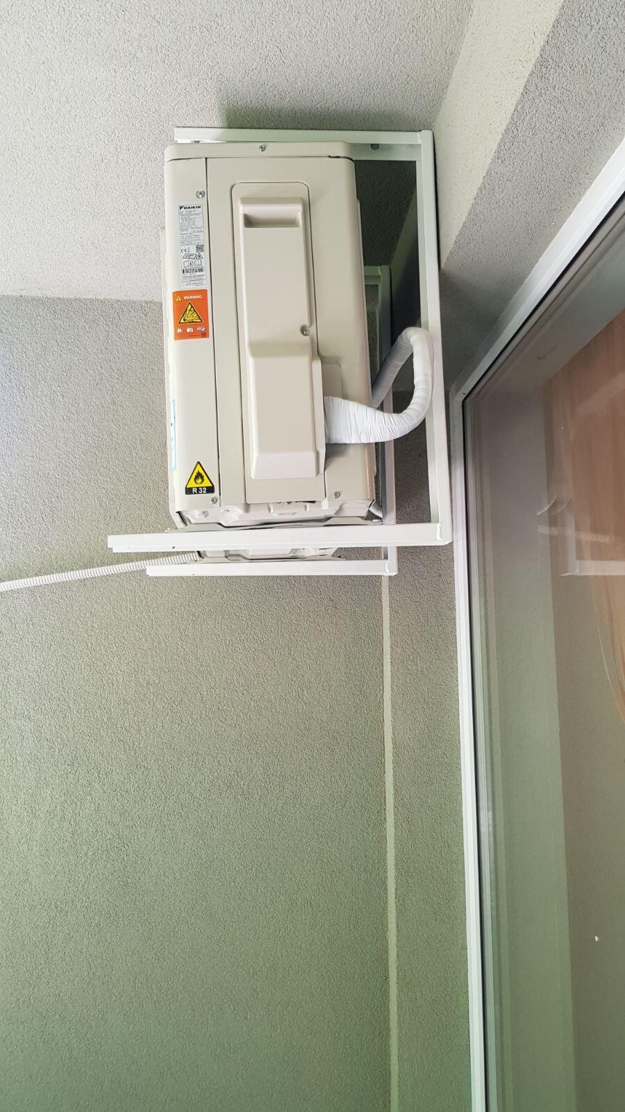 монтаж външно тяло daikin rxc50cv1b с таванни стойки